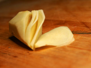 ginger_root_thin_sliced