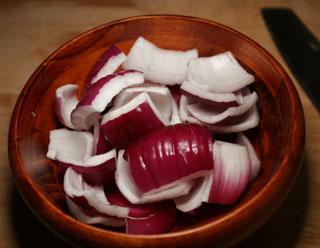 purple_onions_cut_bowl